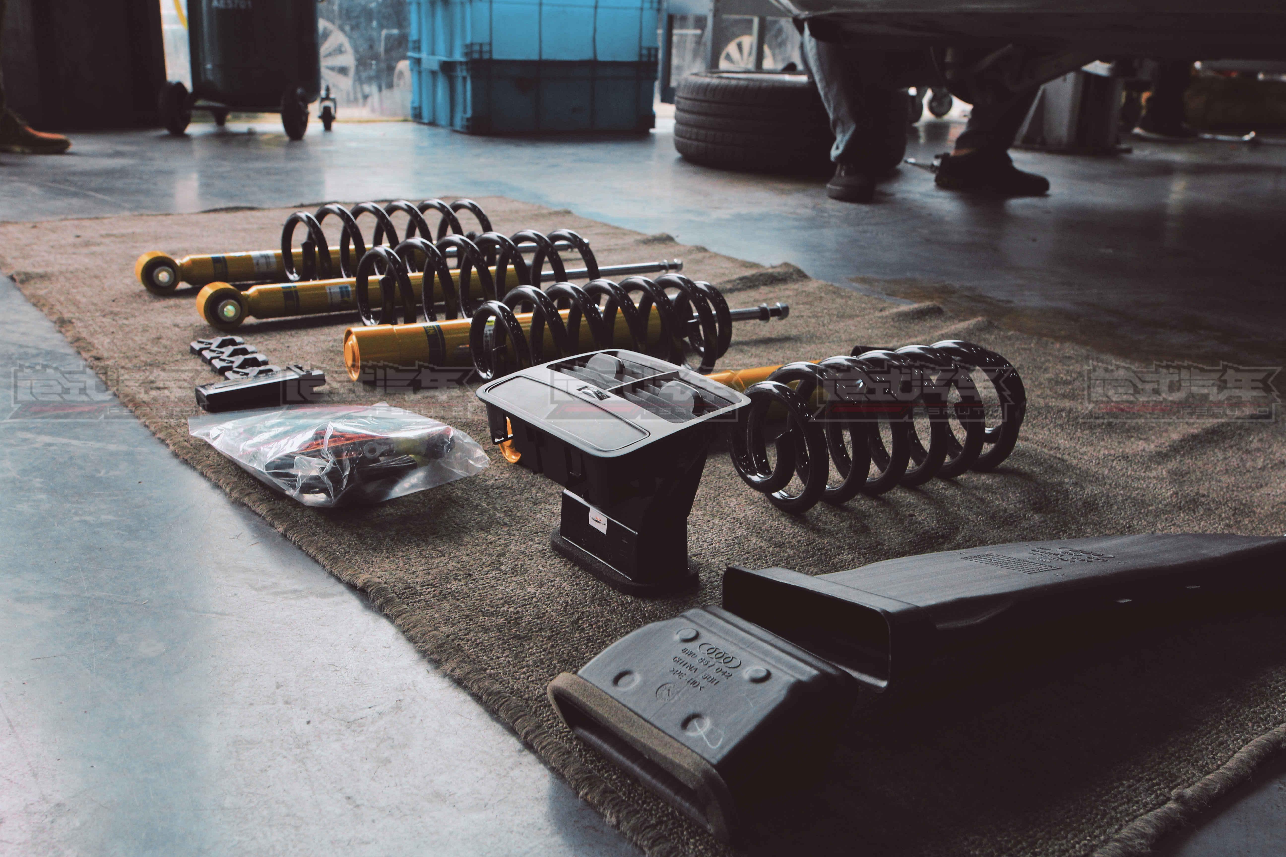 奥迪A4LB9 更换B12避震、短簧,加装实时胎压、倒车影像、后排出风口+一阶ECU